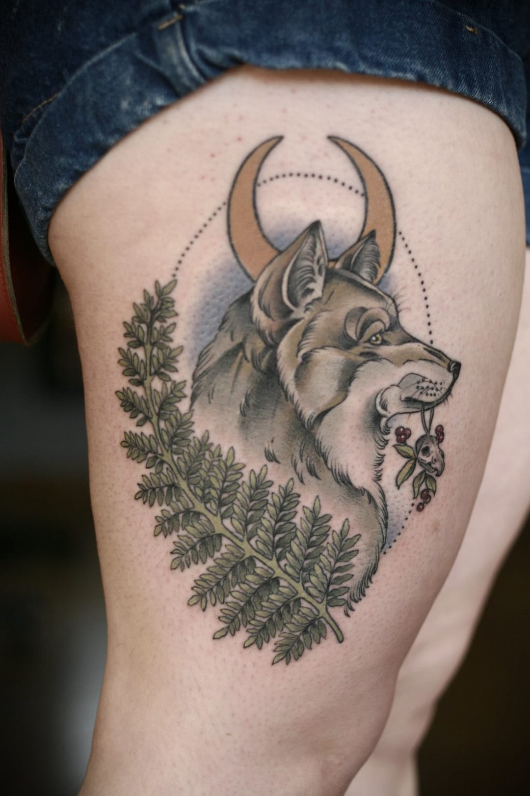 Wolf tattoo by Kirsten Holliday #wolf #kirstenholliday #mycalvins #moon #nature