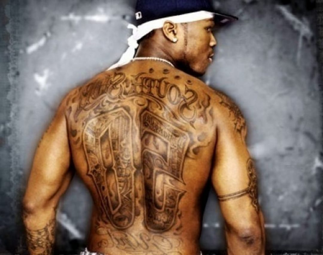 Alguns famosos tem bastante tatuagens, 50 Cent é um deles