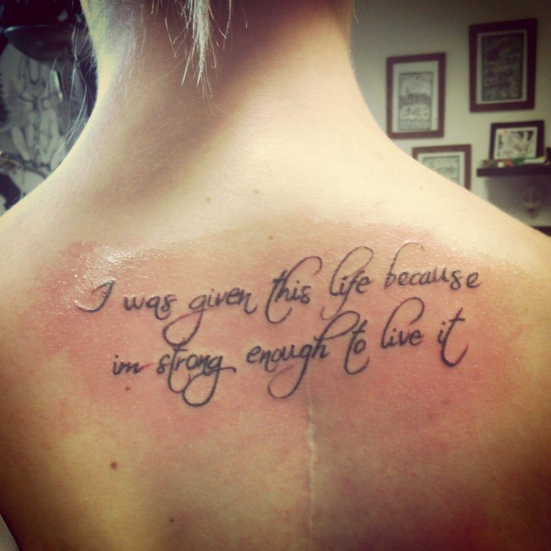 """""""Eu tenho esta vida pois sou forte o bastante para vivê-la"""""""