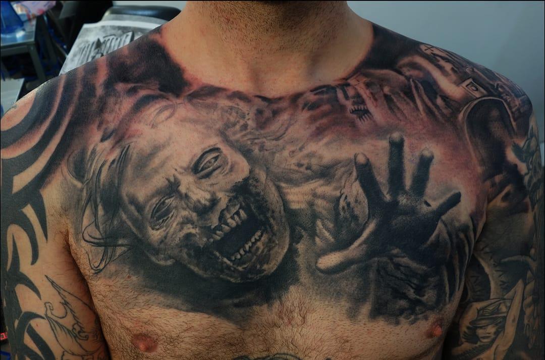 Fechamento de peito por Mantas Tattoo