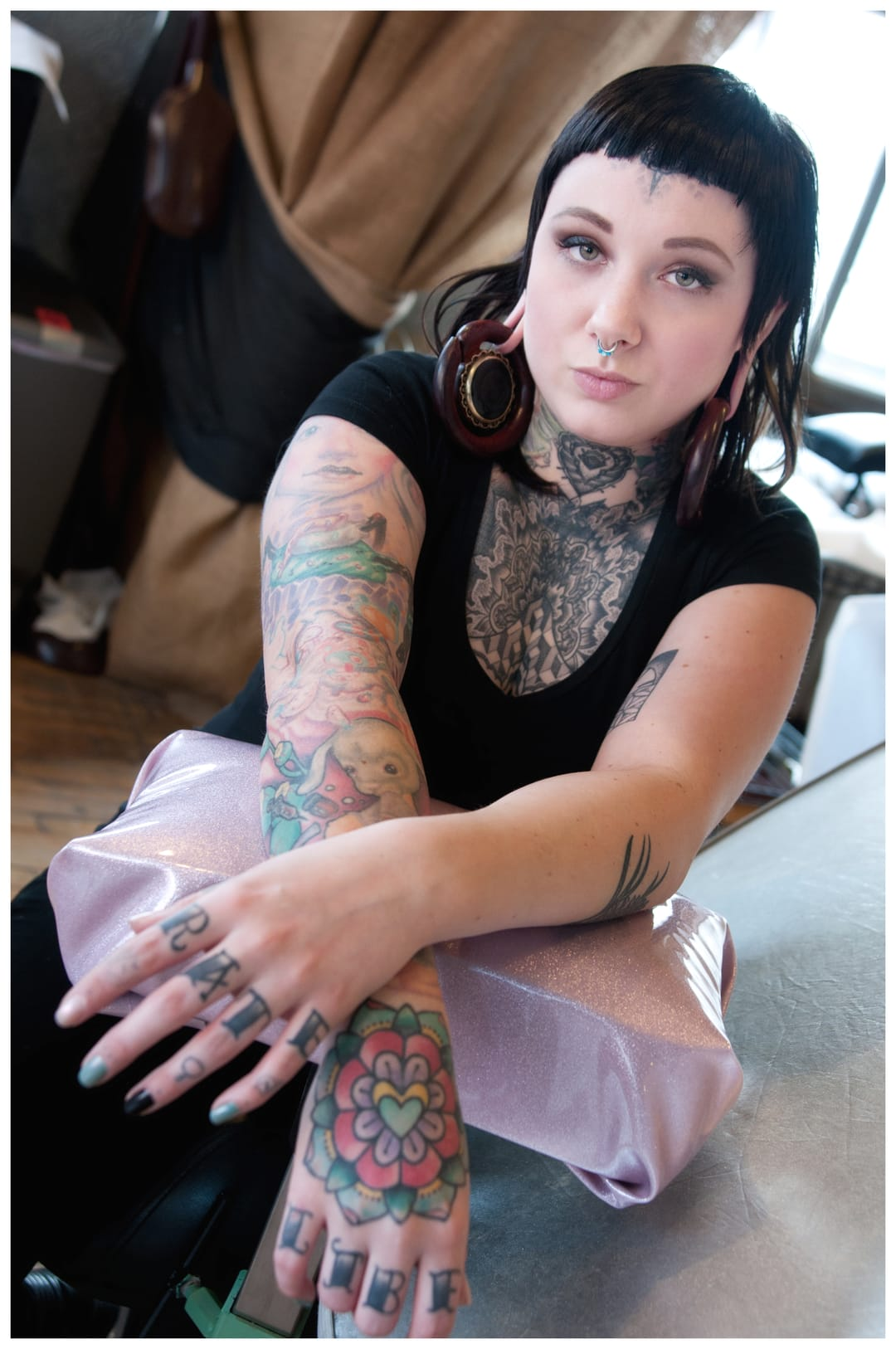 Linnea Pecsenye looks just as beautiful as her works! <3 Would love to get a tattoo from her someday! <3