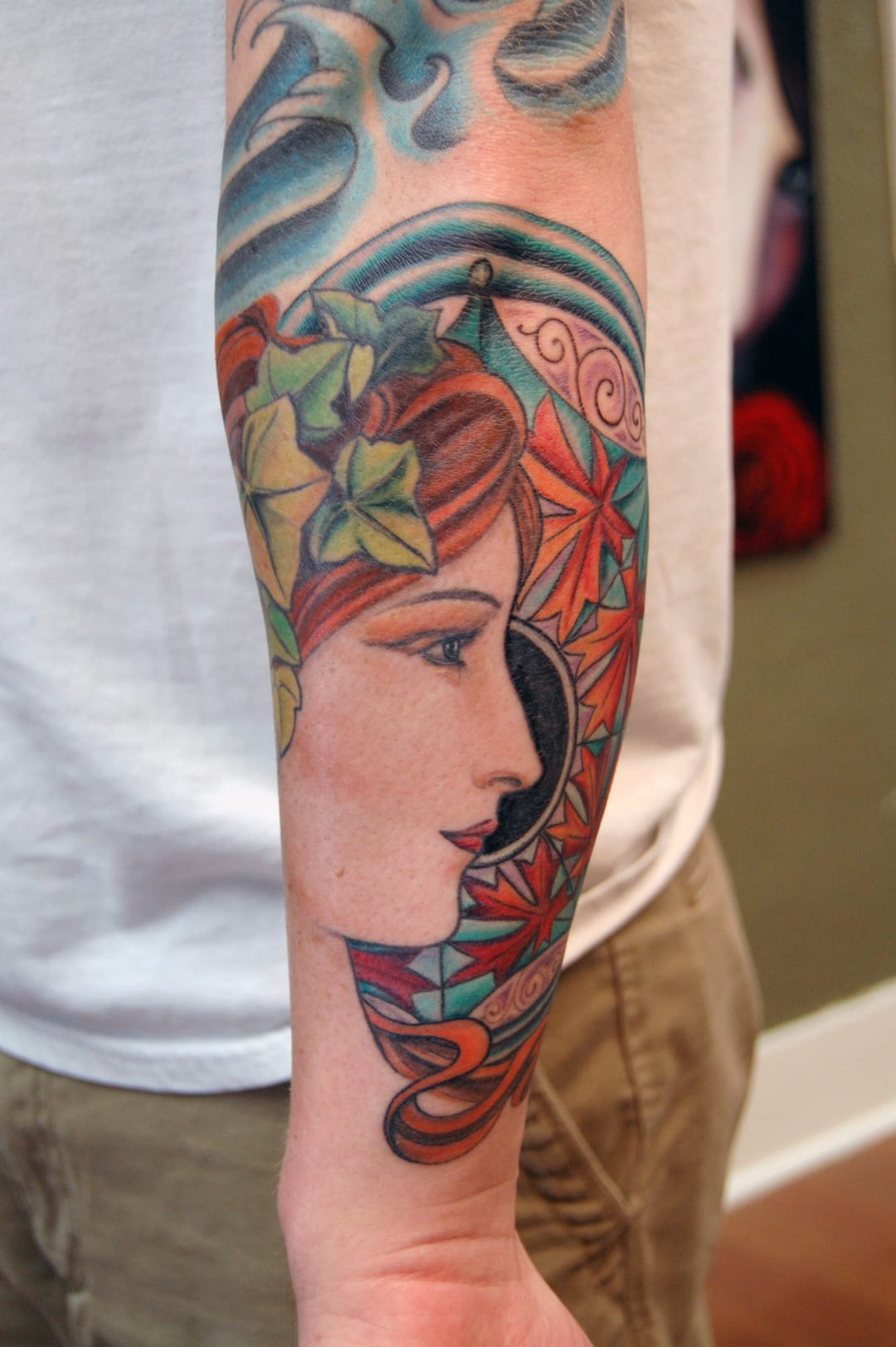 This lovely tattoo is faithful to the Art Nouveau's spirit, by Stéphanie Washburn