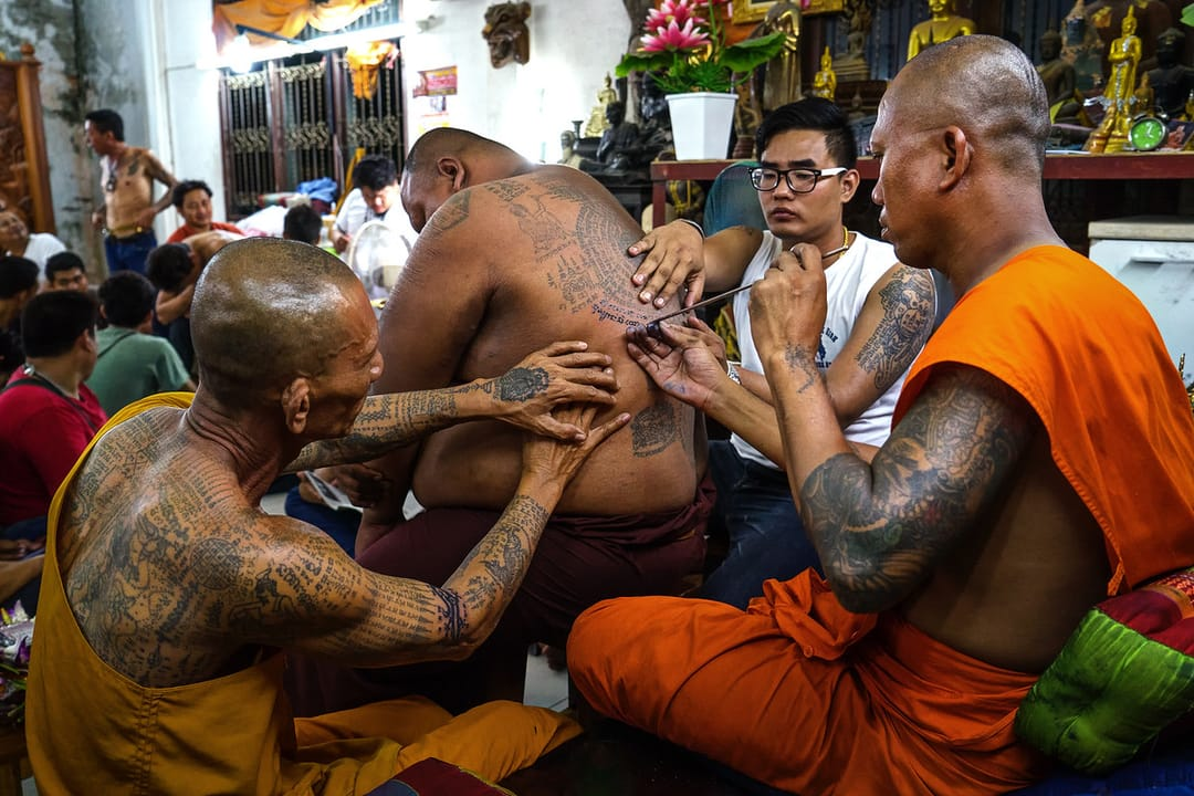 One of the many Buddhist temples that practice Sak Yant in Bangkok. Via Expertvagabond