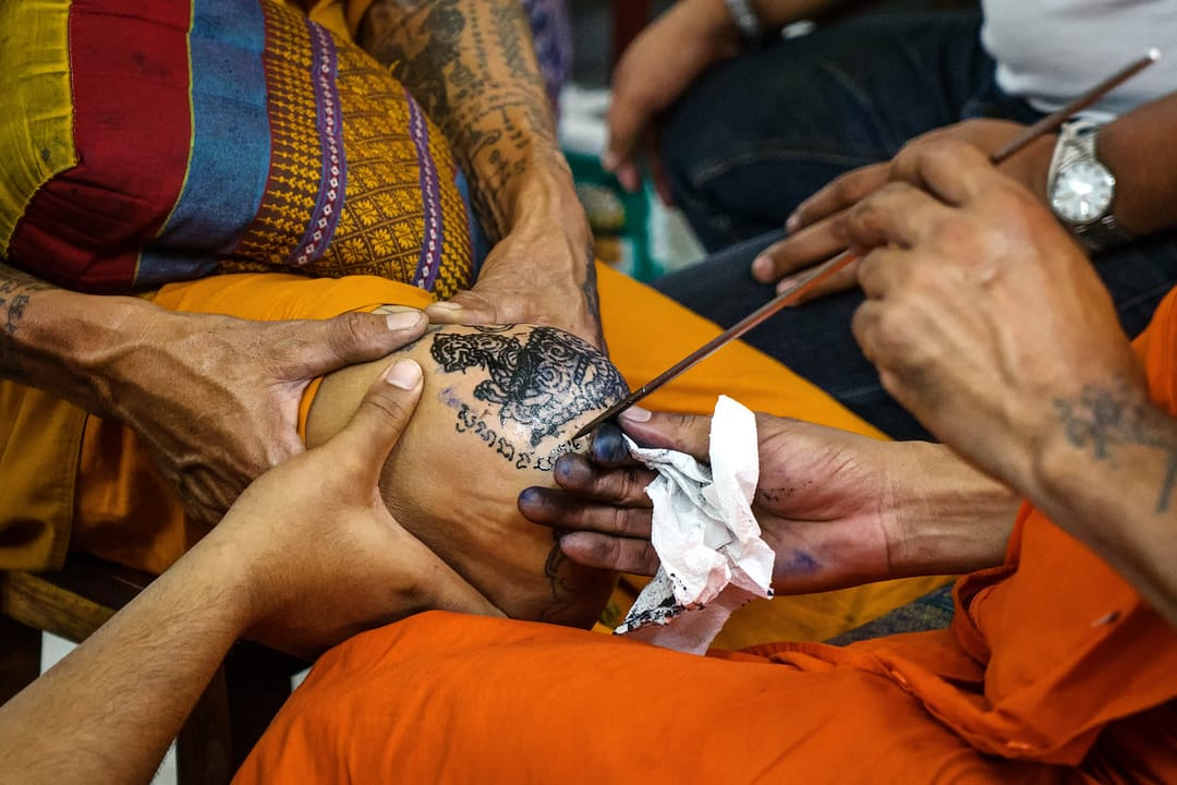 Close up on a Yantra tattoo being done on the knee. Via Expertvagabond