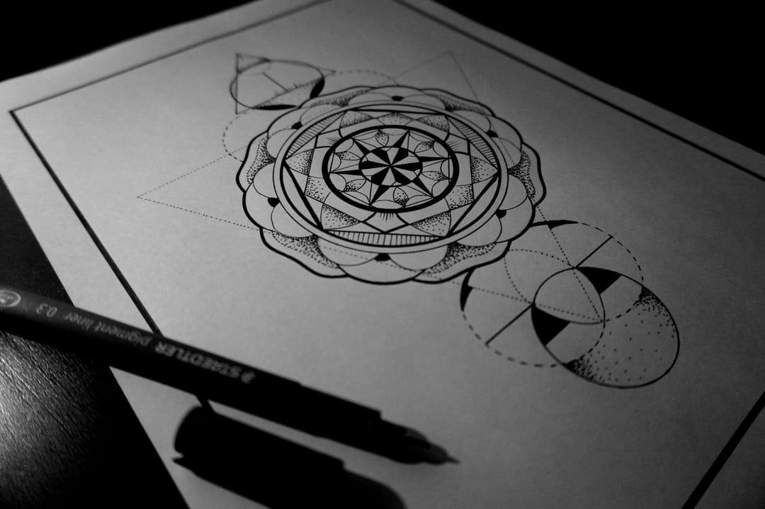 Custom geometric design byRed Lima.